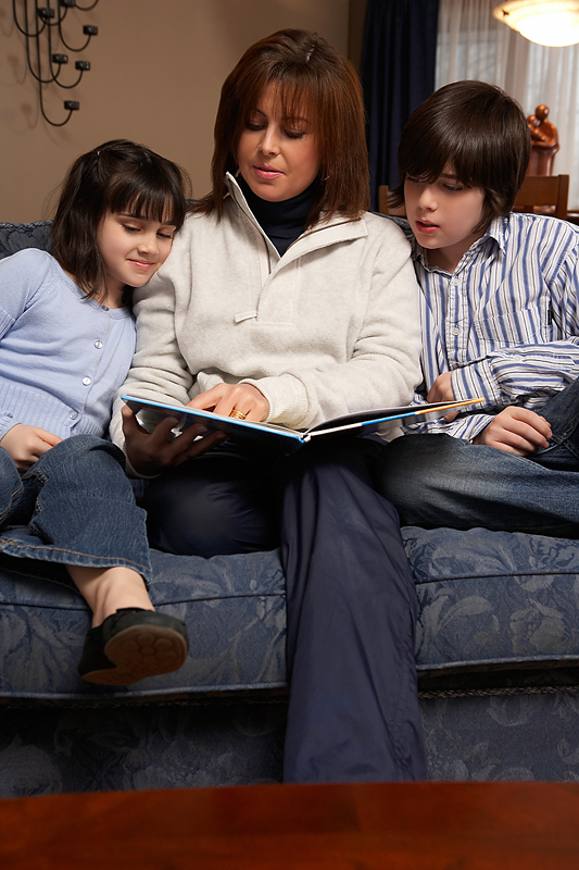 How to Homeschool mom reading aloud with kids